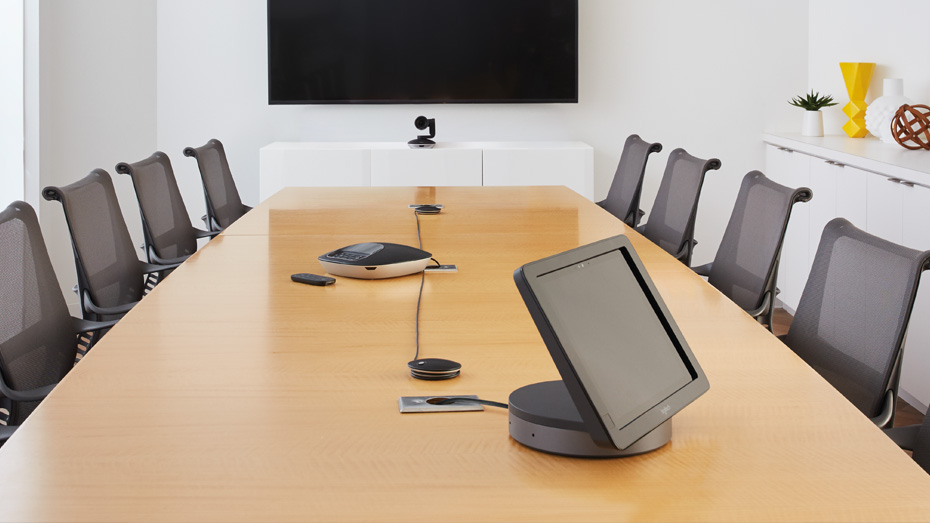 Kinly_Logitech Smartdock_ Teams Rooms Systems