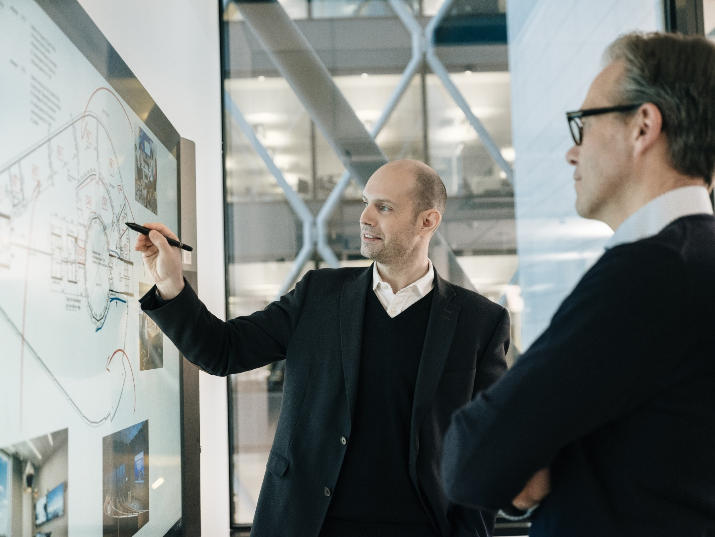Touch og interaktive skjermer - hvilken løsning passer for din bedrift?